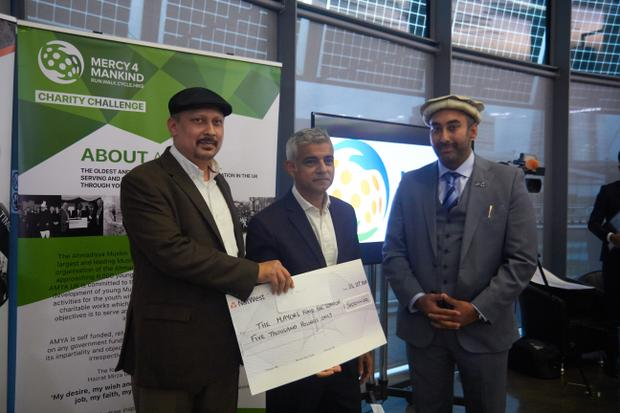 Sadiq Khan joins those celebrating the successes of a religious youth group raising money for charitable causes